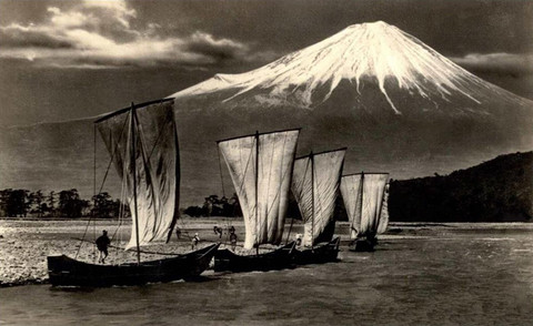 Sailing_into_fuji_circa_1920