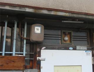 電気メーターのある風景