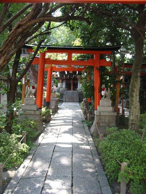 久々の京都<4>街中の鎮守の森