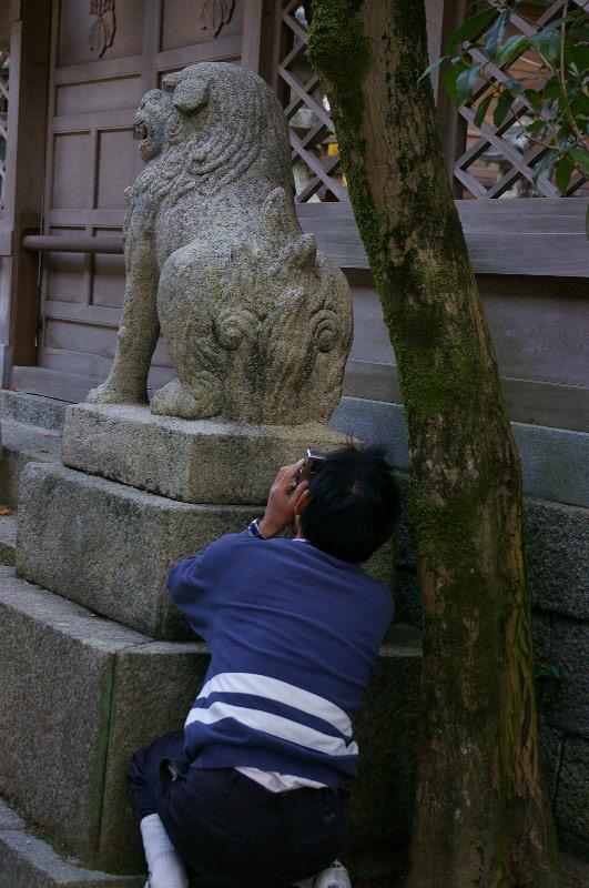 高安山麓坂ポタ3/狛犬お尻を愛でる激写ポーズ