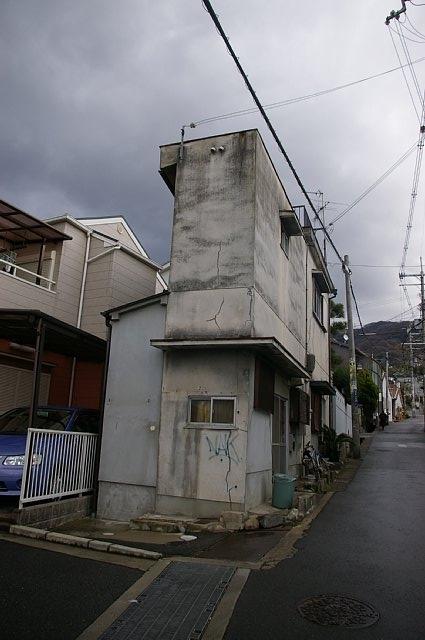 壁のような家?