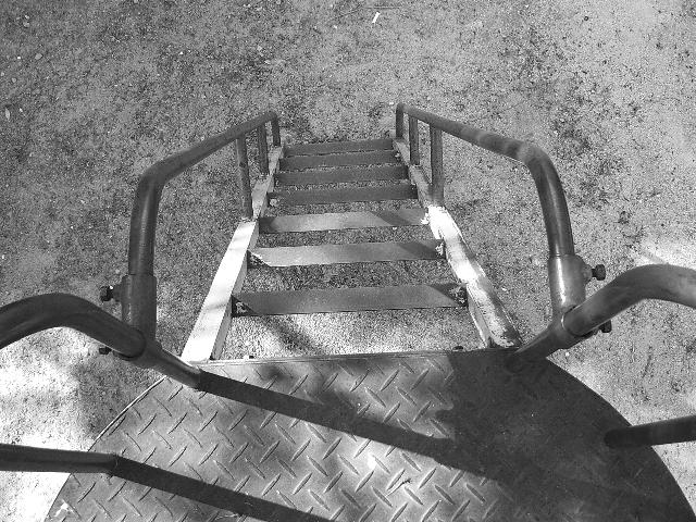 滑り台の鉄階段