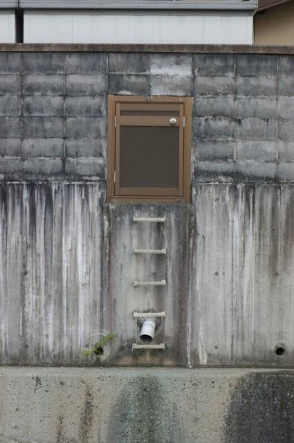 中途な扉と梯子の真実は?