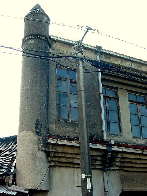 山田東二丁目藤井百貨店の尖塔