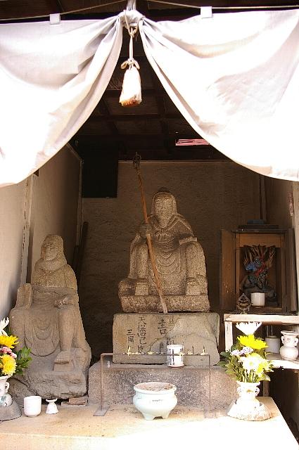 武庫之荘半ドンポタ/でで、北隣の神社にも