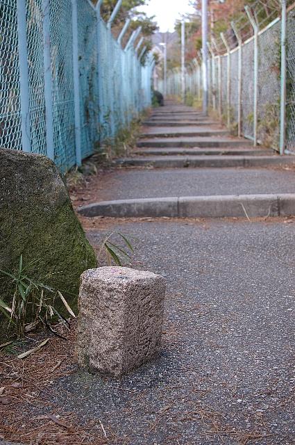 山中細道の辰馬境界石