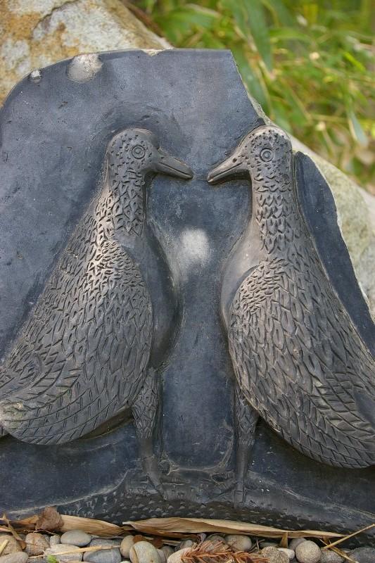 中筋八幡神社の鳩二羽