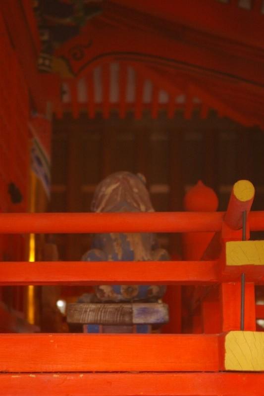 中筋八幡神社の木彫狛犬は青